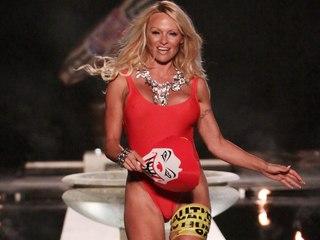 Voyeur Private : thongs toe images of Pamela Anderson!