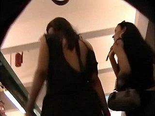 Voyeur Private : Busy shopping dolls star in upskirt mpeg!