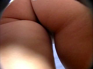 Voyeur Private : Round buttocks real upskirt!