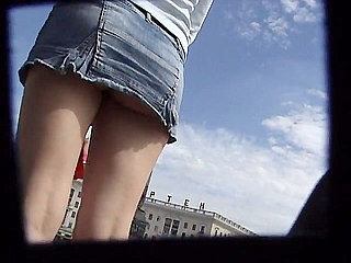 Voyeur Private : Skinny teen cunt upskirt shot!