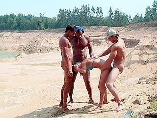 Hardcore Fucking : lady in blue bikini fucked by 3 fellas!