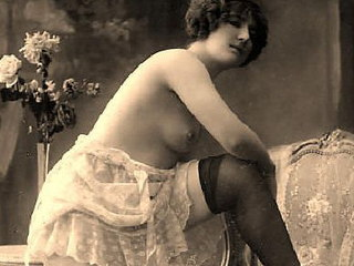 See unarrayed retro fem performing the most erotic poses