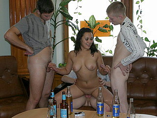 Party Hardcore : Insatiable chick enjoys BJ!