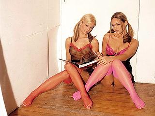 Voyeur Private : topmodels wear only panties!